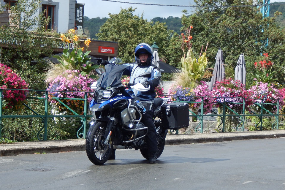 Motorrijbewijspoint Tilburg examengarantie AVB en AVD